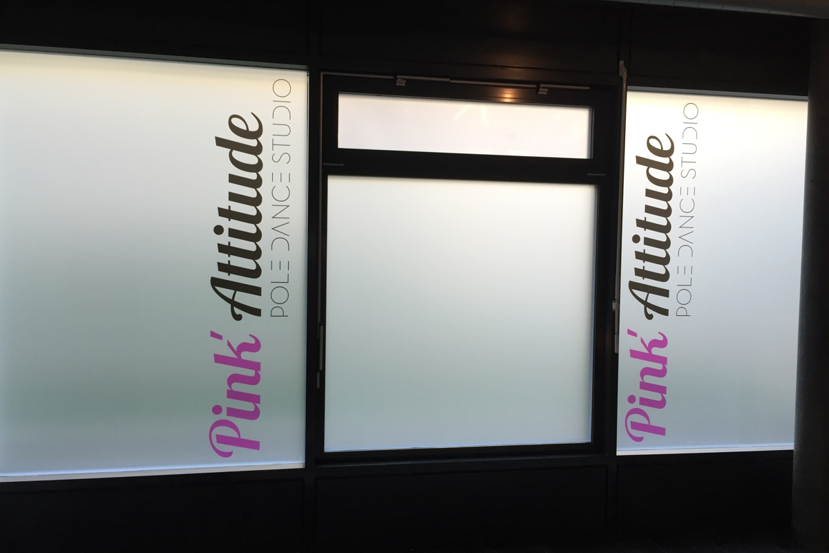 3m film sablé Crystal pink Attitude Vevey - PubAdhésive