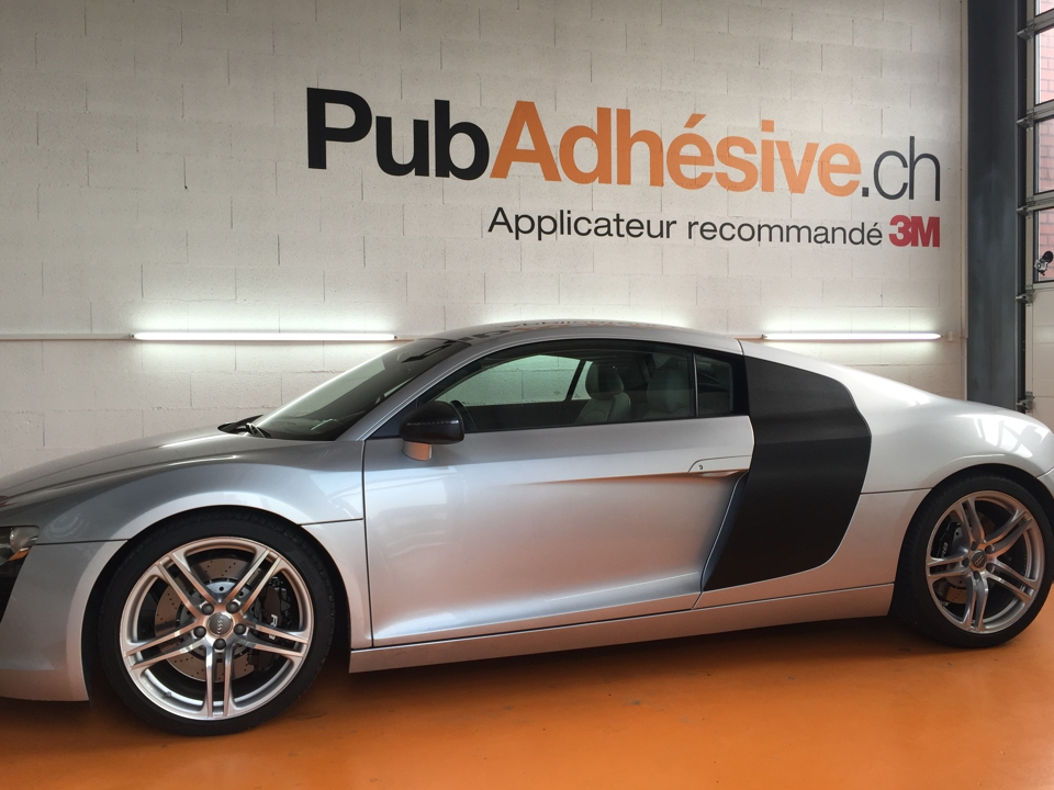 audi r8 carbone pub adh sive conception fabrication et installation de publicit adh sive. Black Bedroom Furniture Sets. Home Design Ideas